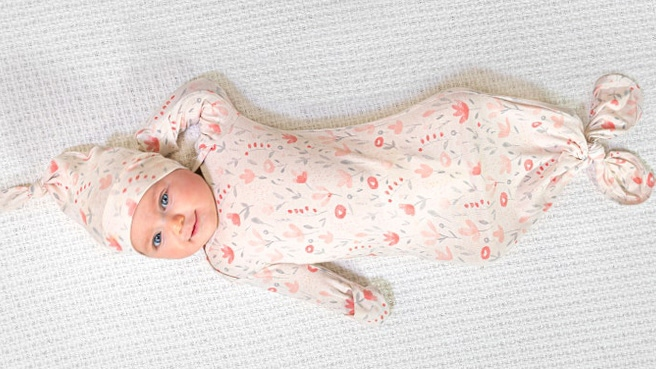 aden + anais comfort knit™ newborn gift set knotted gown + infant hat 0-3 months